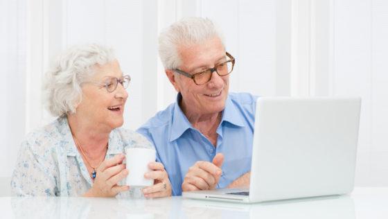 Laptops für Senioren im Spotlight – Welche Eigenschaften bei PCs für ältere Menschen besonders wichtig sind